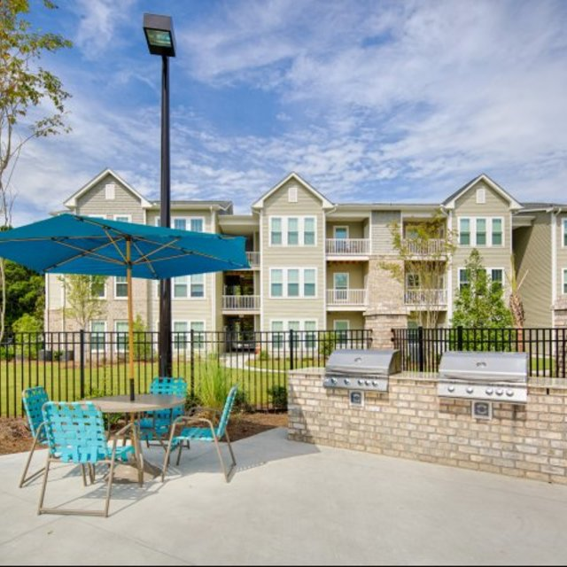 Vinings at Carolina Bays Apartments, Myrtle Beach, SC - Outdoor Grill